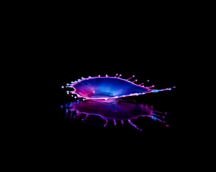 Macro High speed Bio Luminescent milk droplet 8